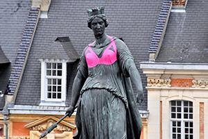 Europa Donna Lille, à l'image de la Déesse, s'habille en rose